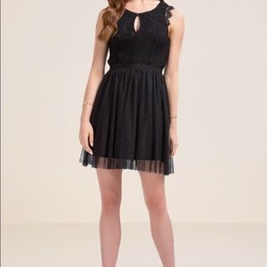 Stunning black Rosalyn lace tulle dress!